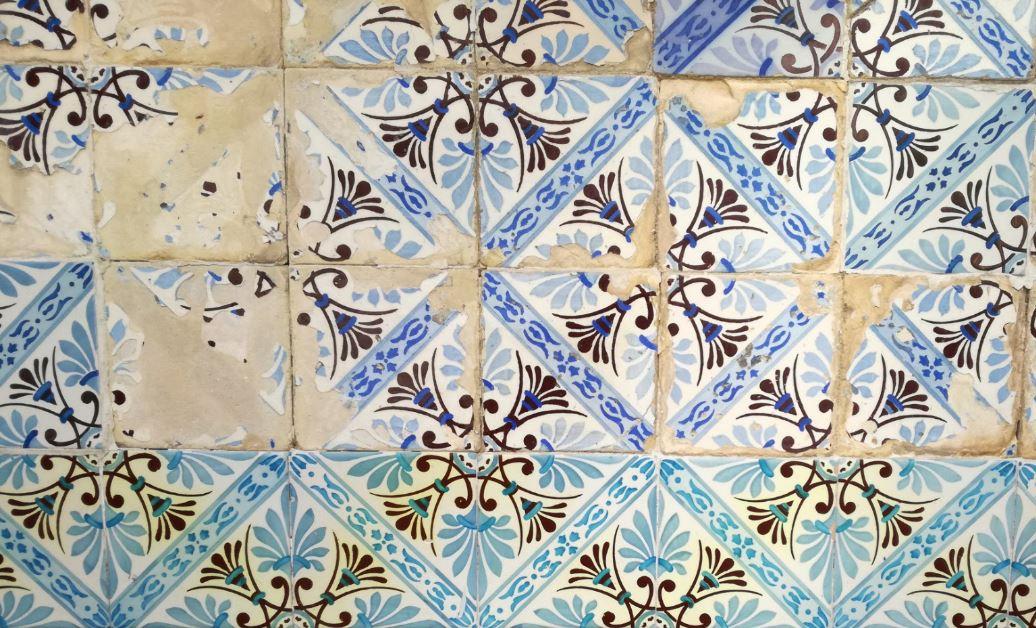 Precarious mosaic, Lisbon